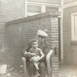Heiman Gosschalk, grootvader van Heiman David met kleinkind Marlene Jacobs-Gosschalk