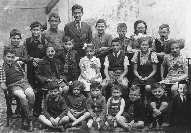 Schoolfoto met neven Heiman en Bram Roos