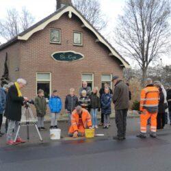 Legging struikelsteen en filmen Eesveen